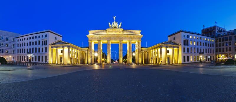 Puerta de Brandenburgo del panorama imagenes de archivo