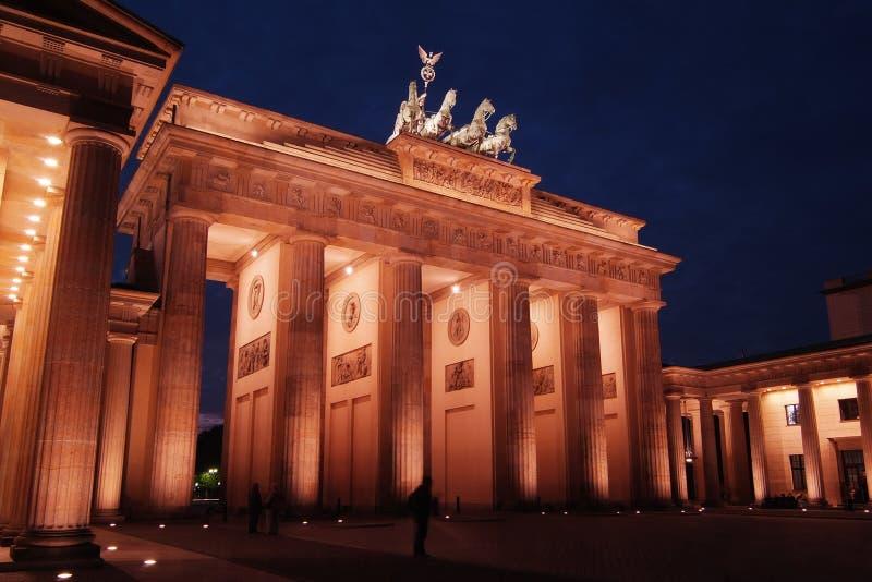 Puerta de Brandenburgo en la oscuridad fotos de archivo libres de regalías