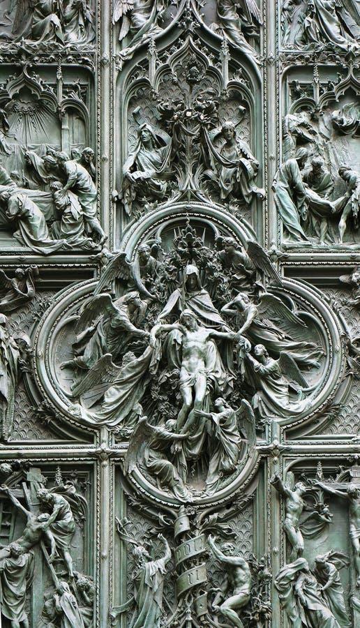 Puerta de bronce de Milan Cathedral, Italia foto de archivo libre de regalías