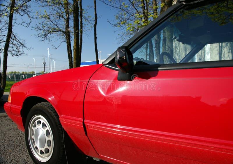 Puerta de coche dañada fotografía de archivo