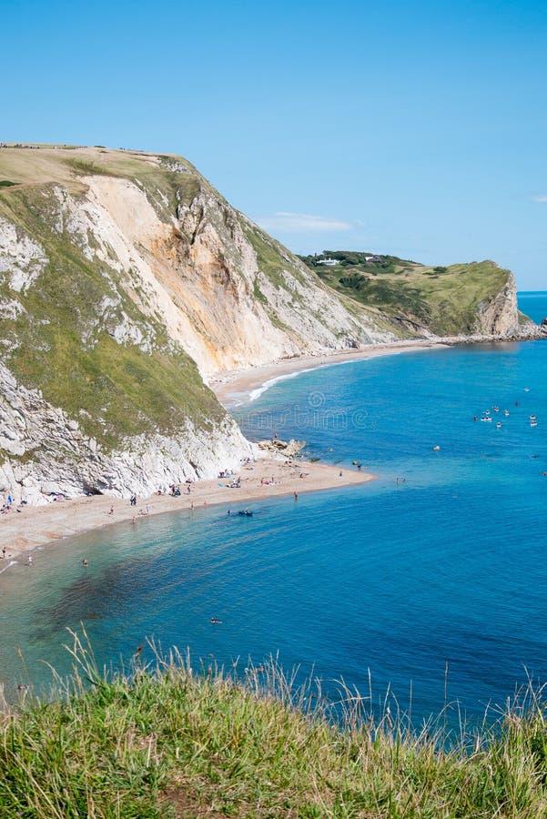 Puerta de Durdle, Dorset en Reino Unido, sitio jurásico del patrimonio mundial de la costa foto de archivo