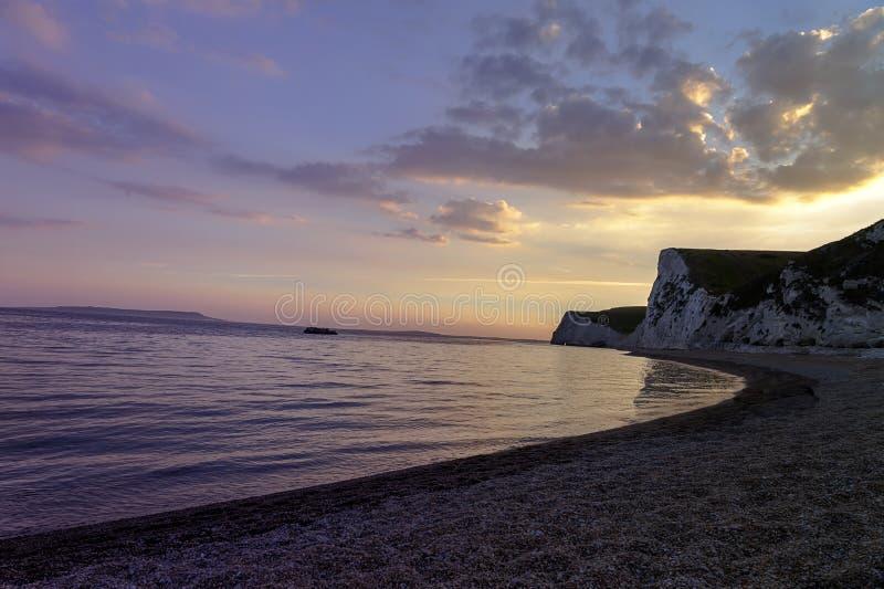 Puerta de Durdle - puesta del sol - lugar turístico imagenes de archivo