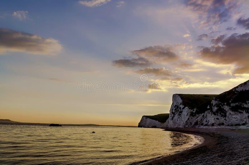Puerta de Durdle - puesta del sol - lugar turístico imagen de archivo libre de regalías