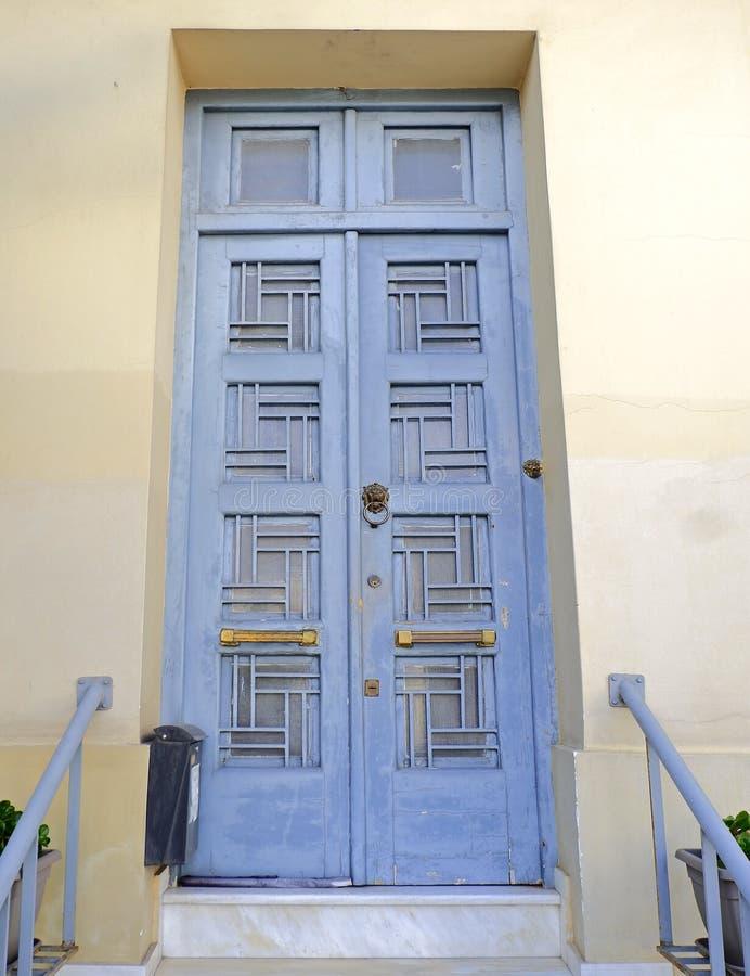 Puerta de entrada contemporánea de la casa, Atenas Grecia foto de archivo