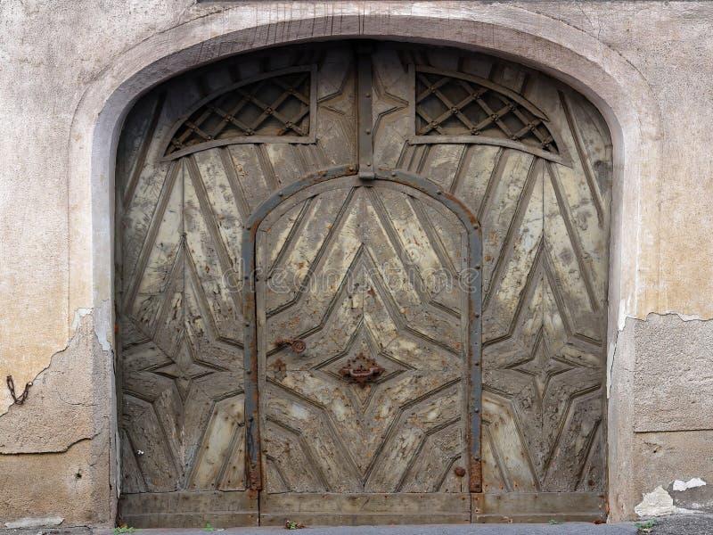 Puerta de entrada histórica en ciudad alemana fotografía de archivo libre de regalías