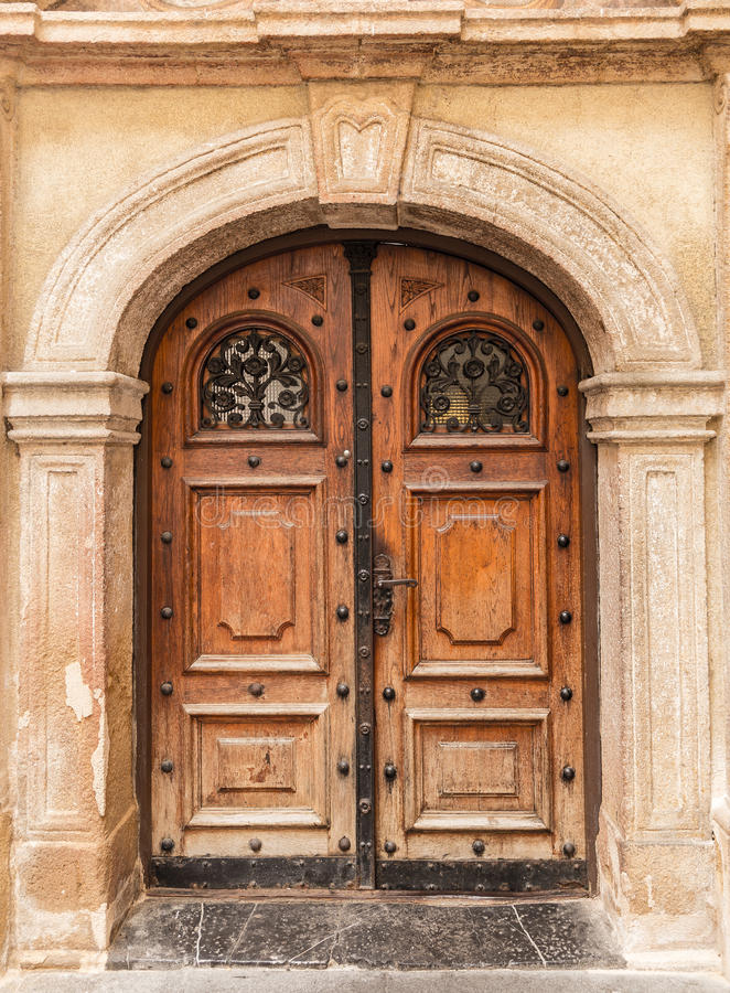 Puerta de entrada vieja del edificio del vintage imagen de archivo libre de regalías