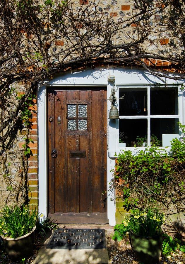Puerta de Front Cottage fotos de archivo