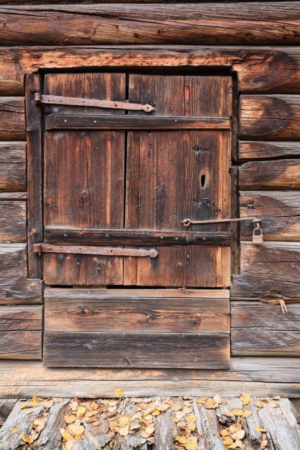 Puerta de granero de madera vieja fotos de archivo libres de regalías