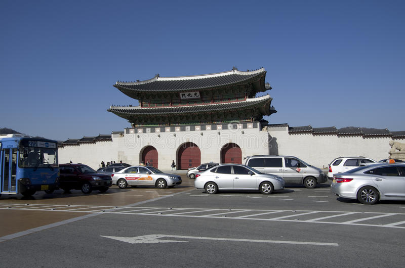 Puerta de Gwanghwamun en el palacio Seul céntrica de Gyeongbokgung fotografía de archivo