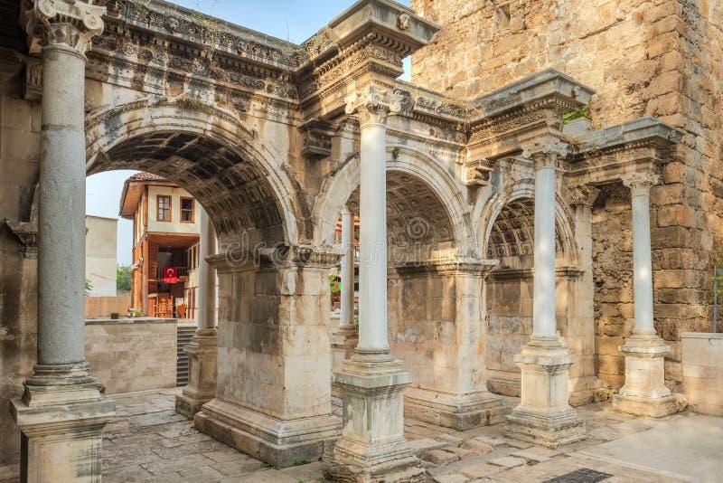 Puerta de Hadrians en la ciudad vieja de Antalya fotos de archivo libres de regalías