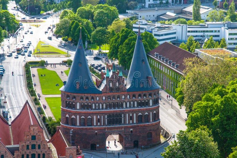 Puerta de Holstentor en Lubeck Alemania foto de archivo libre de regalías