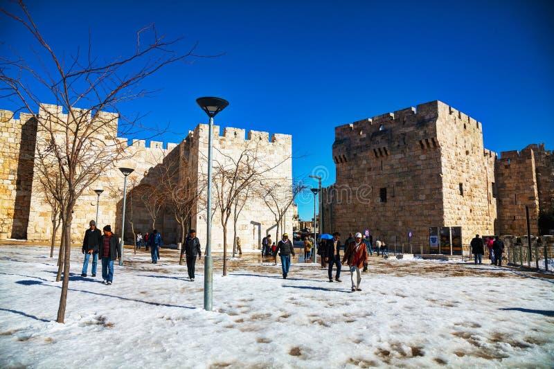 Puerta de Jaffa en Jerusalén después de una tormenta de la nieve imagen de archivo libre de regalías