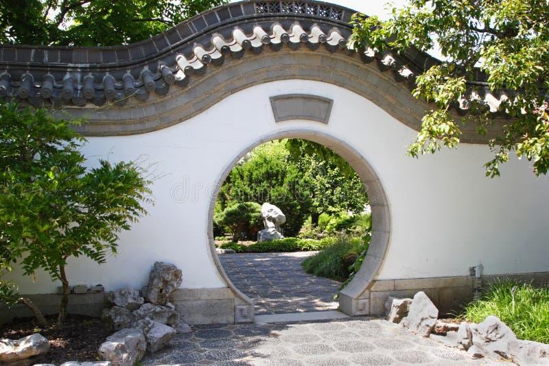 Puerta de jardín asiática imagen de archivo libre de regalías