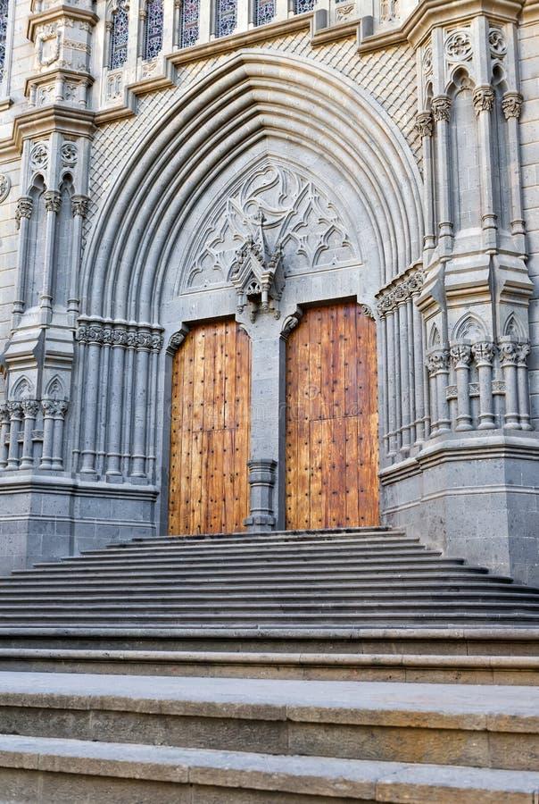 Puerta de la catedral en Arucas, Gran Canaria imagen de archivo libre de regalías
