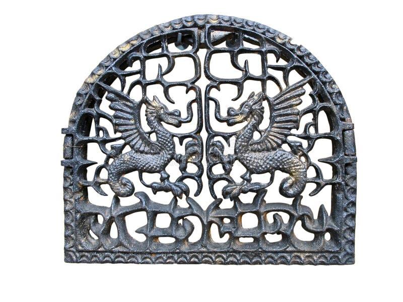 Puerta de la chimenea con el dragón metálico foto de archivo