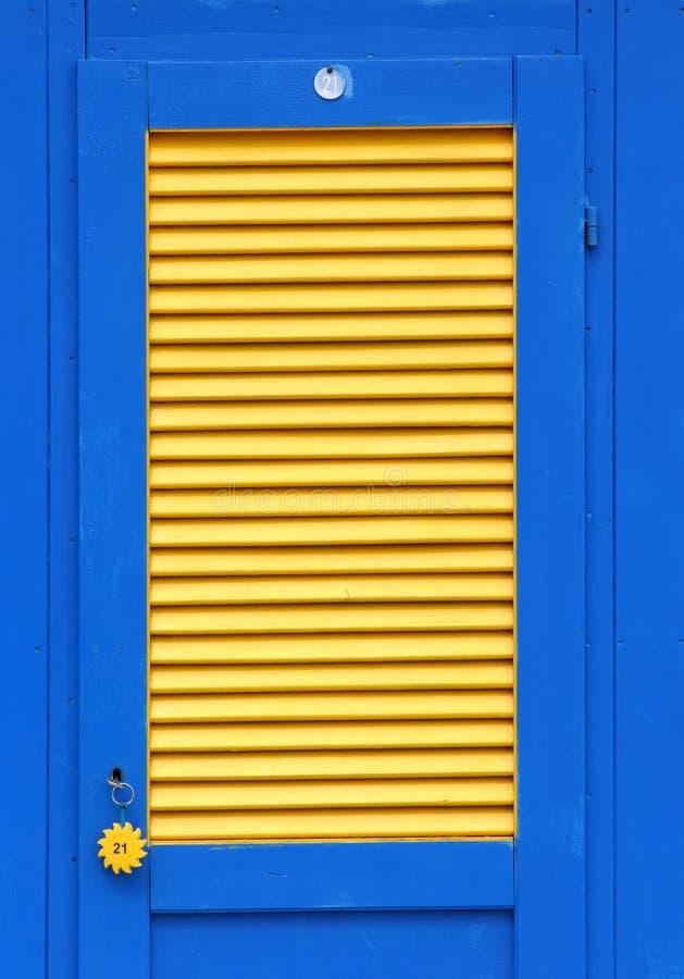 Puerta de la choza de la playa fotos de archivo