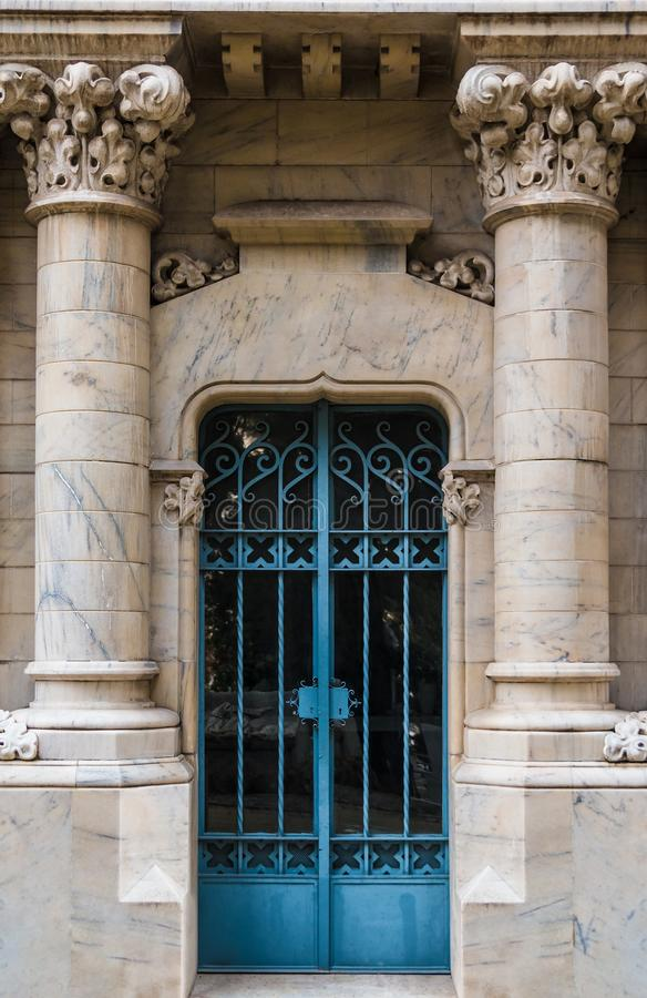 Puerta de la cripta imagen de archivo libre de regalías