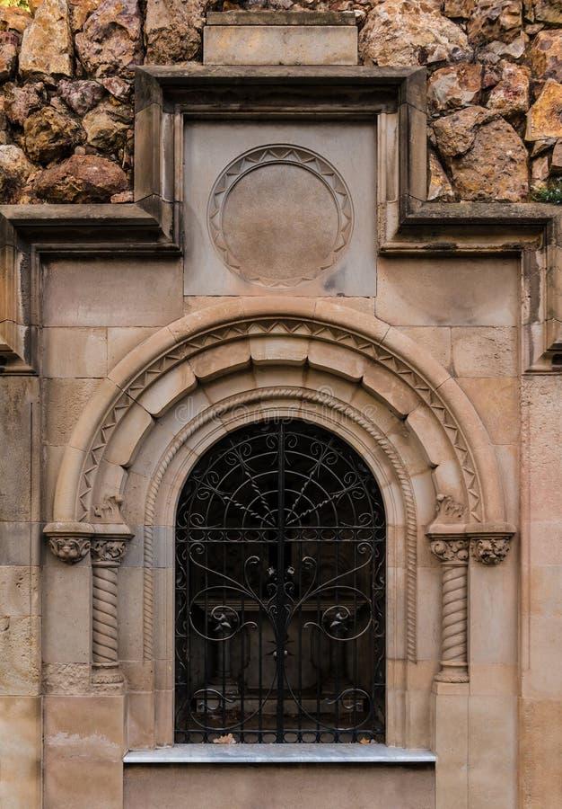 Puerta de la cripta foto de archivo libre de regalías