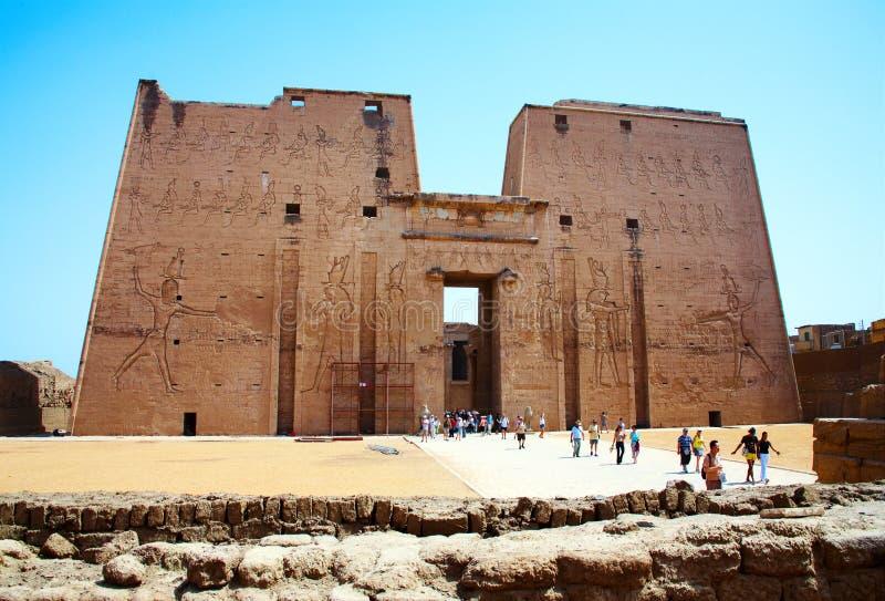 Puerta de la entrada del templo de Horus, Egipto. imagen de archivo libre de regalías