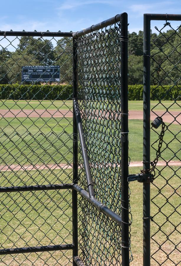 Puerta de la entrada en un diamante de béisbol imágenes de archivo libres de regalías