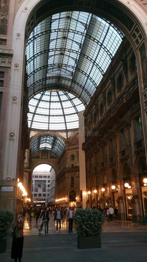 Puerta de la entrada de Vittorio Emanuele II Milán de la galería fotos de archivo libres de regalías