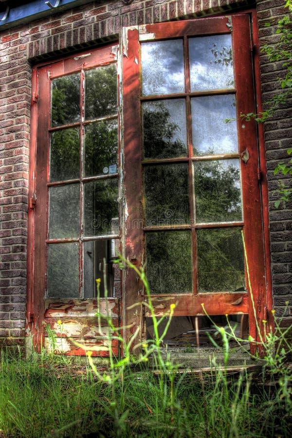 Puerta de la escuela vieja fotos de archivo