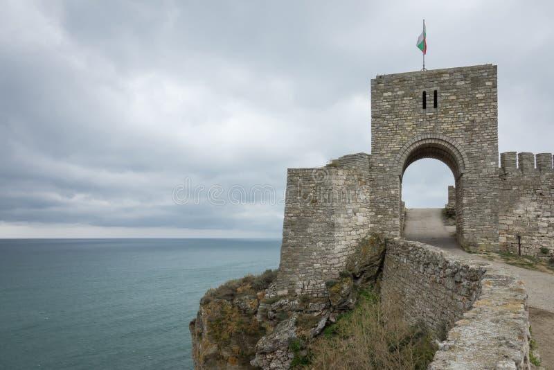 Puerta de la fortaleza antigua Kaliakra en un cabo Kaliakra Nord-este Bulgaria, Kavarna, el Mar Negro imagen de archivo