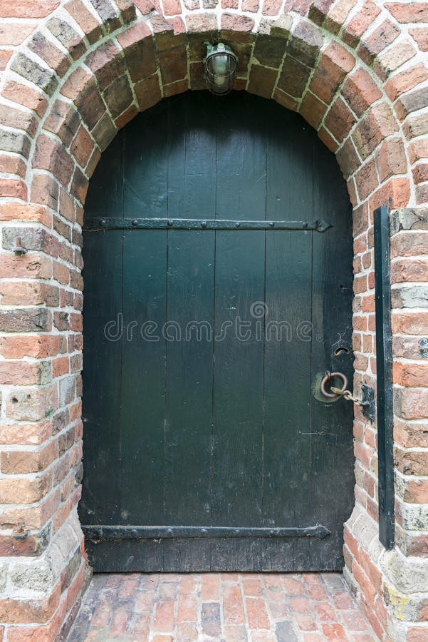 Download Puerta de la iglesia imagen de archivo. Imagen de encadenamiento - 44854167
