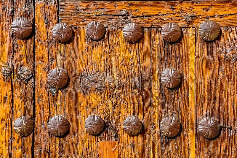 Puerta de la iglesia de San Pedro en Ávila, España imágenes de archivo libres de regalías