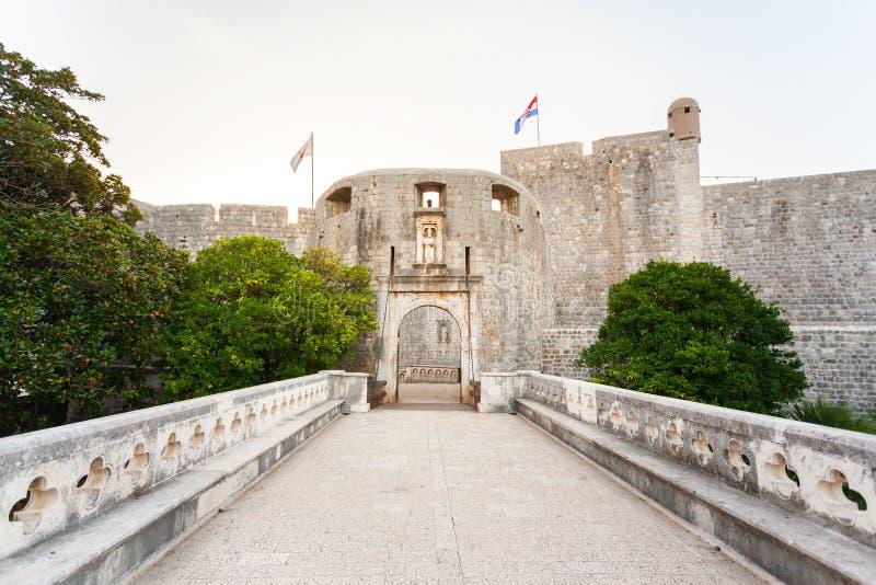 Puerta de la pila - entrada en la ciudad vieja de Dubrovnik Croacia foto de archivo