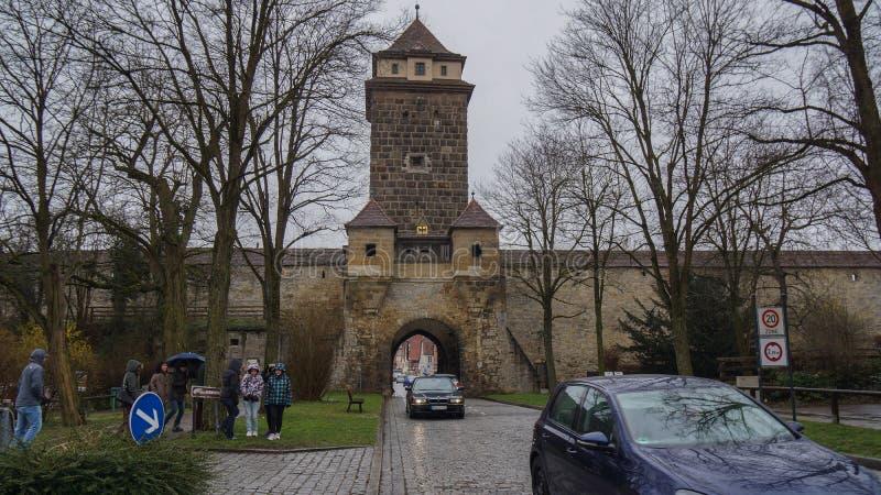 Puerta de la torre de la entrada a la calle romatic del rothenburg imágenes de archivo libres de regalías