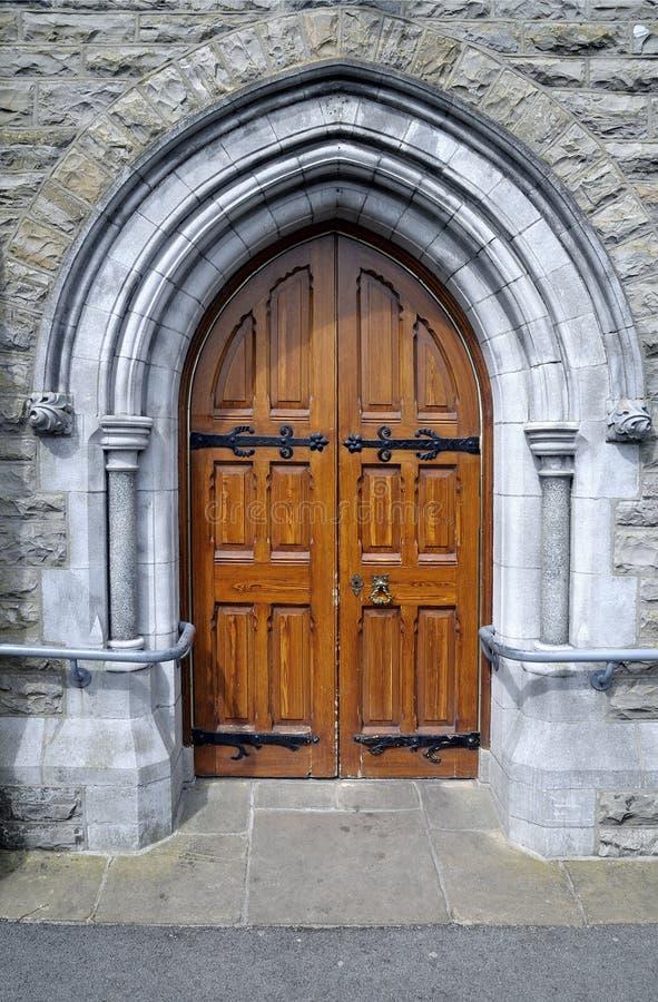 Puerta de lado derecho de Roman Catholic Church de St Patrick imágenes de archivo libres de regalías