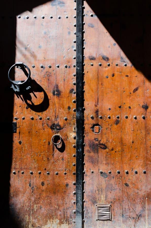 Puerta de las calles de Barcelona fotografía de archivo