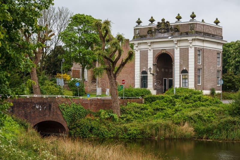 Puerta de los viejos fortalecimientos en Middelburg fotografía de archivo
