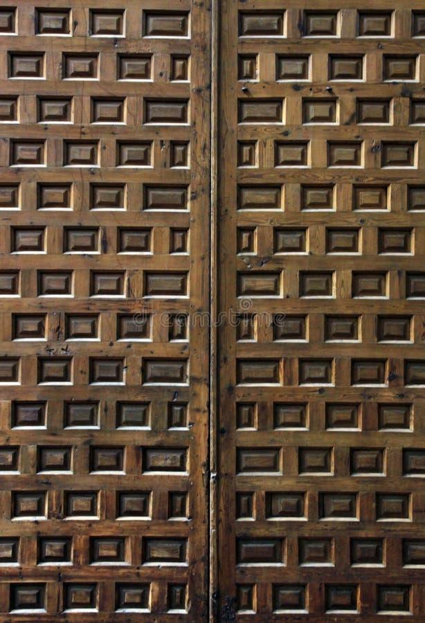 Puerta de madera con el cuadrado decorativo imágenes de archivo libres de regalías
