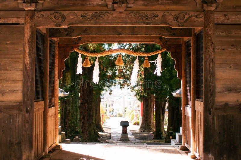 Puerta de madera de la entrada de la capilla de Kawaguchi Asama, Kawaguchiko, Jap imagen de archivo