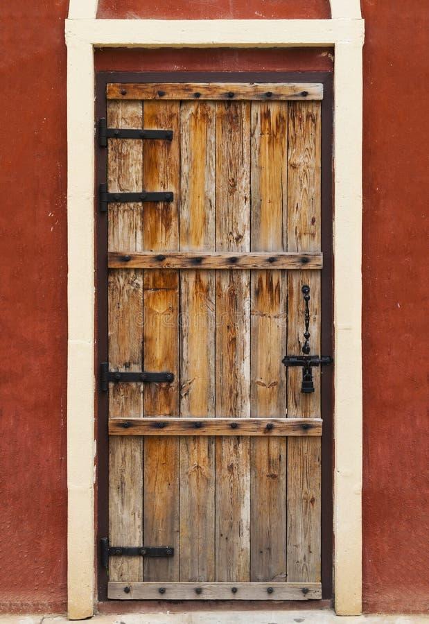 Puerta de madera de la vendimia imagenes de archivo