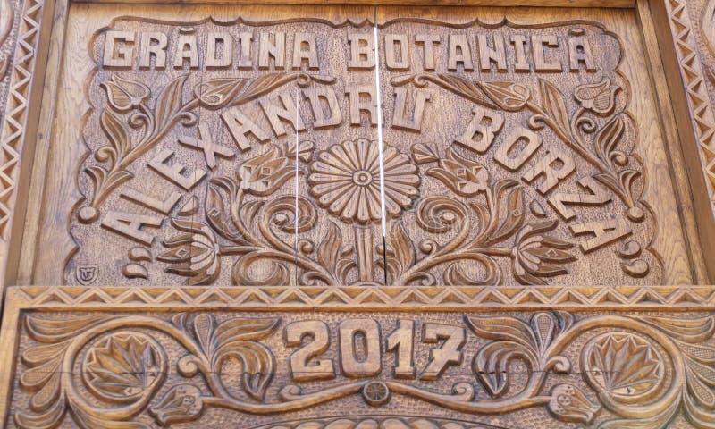 Puerta de madera de los jardines botánicos de Cluj Napoca fotos de archivo