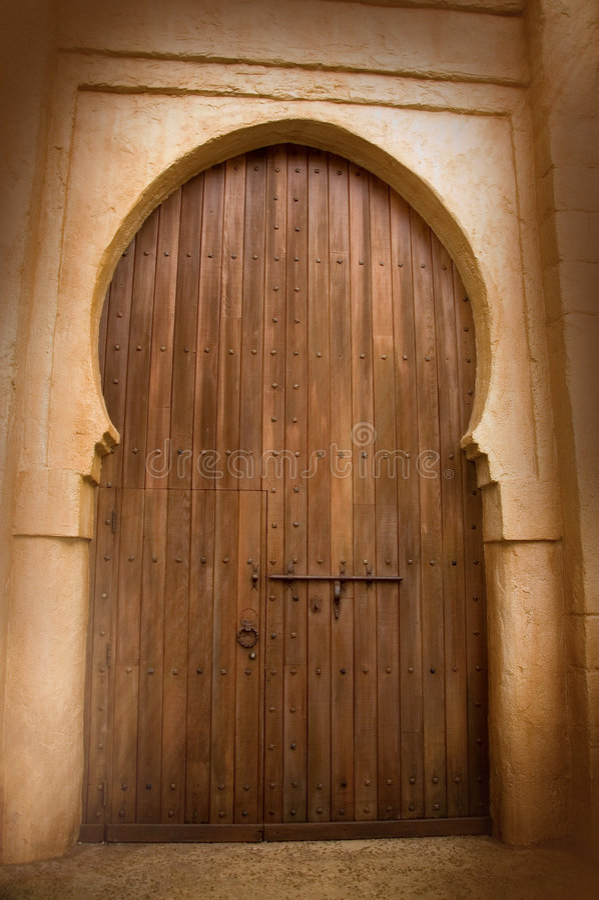 Puerta de madera masiva