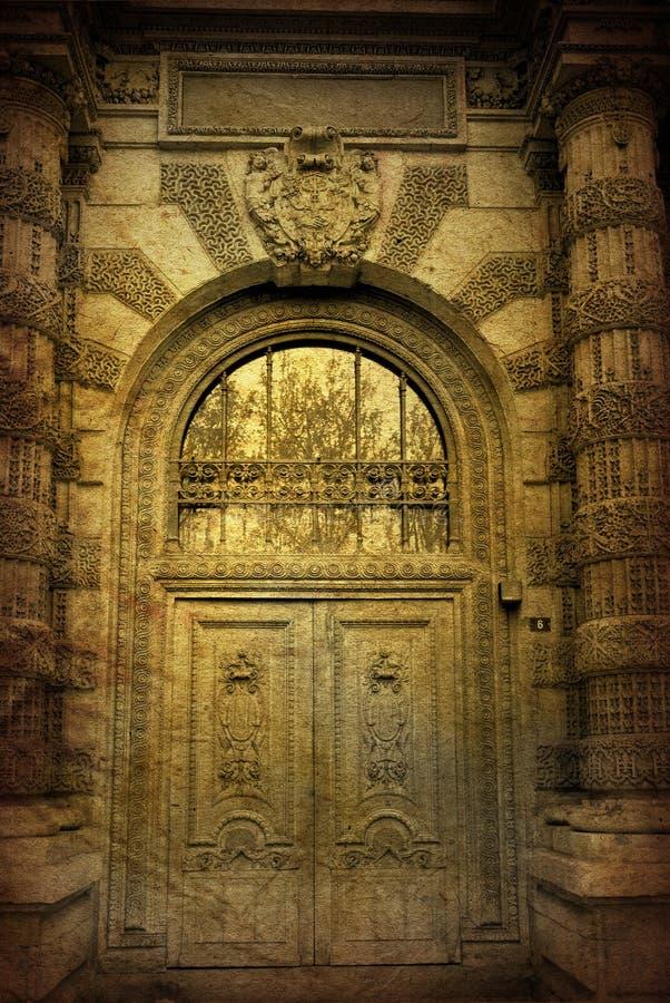 Puerta de madera pasada de moda foto de archivo libre de regalías