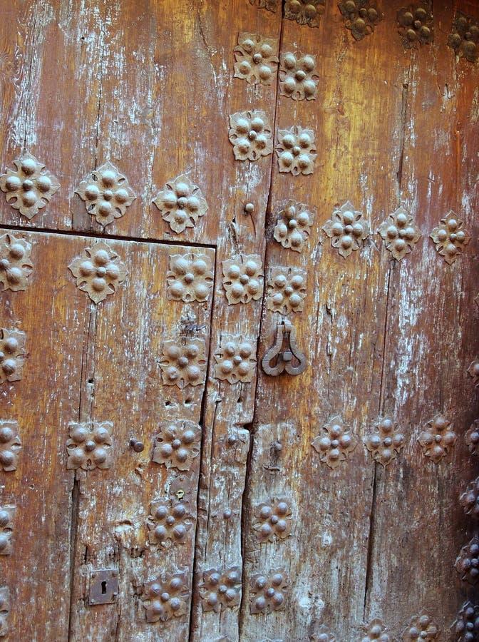 Puerta de madera pesada, Toledo, España imagen de archivo libre de regalías
