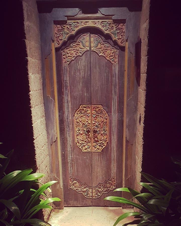 Puerta de madera tallada foto de archivo libre de regalías