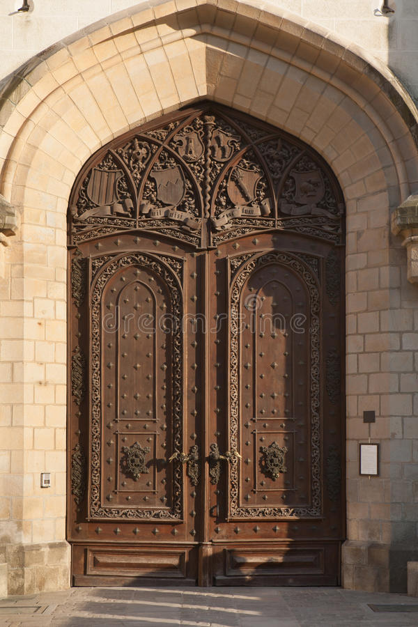Puerta de madera tallada del castillo de Hluboka, República Checa foto de archivo libre de regalías