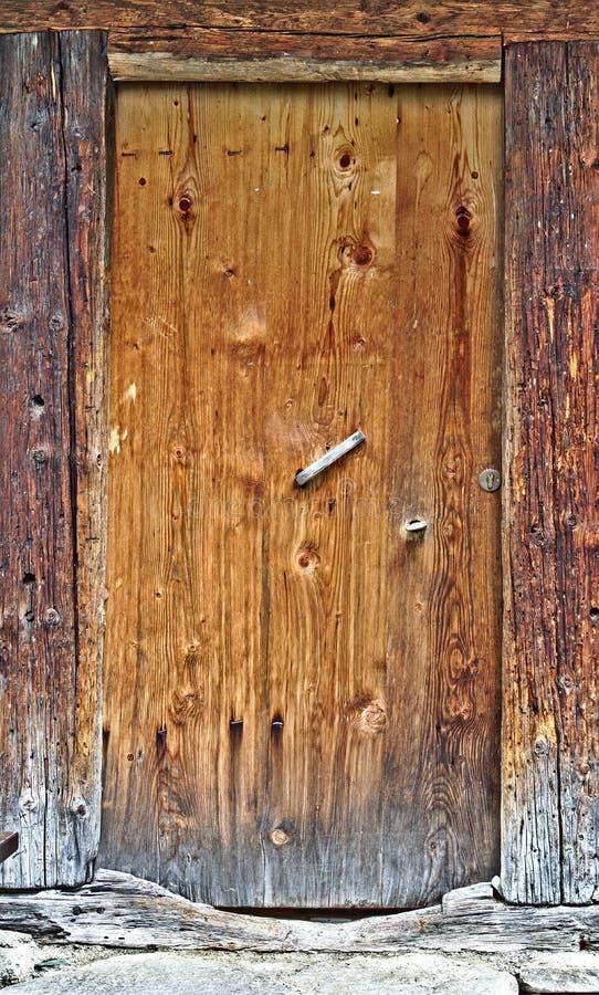 Puerta De Madera Vieja Con El Marco De Puerta De Madera Agrietado ...