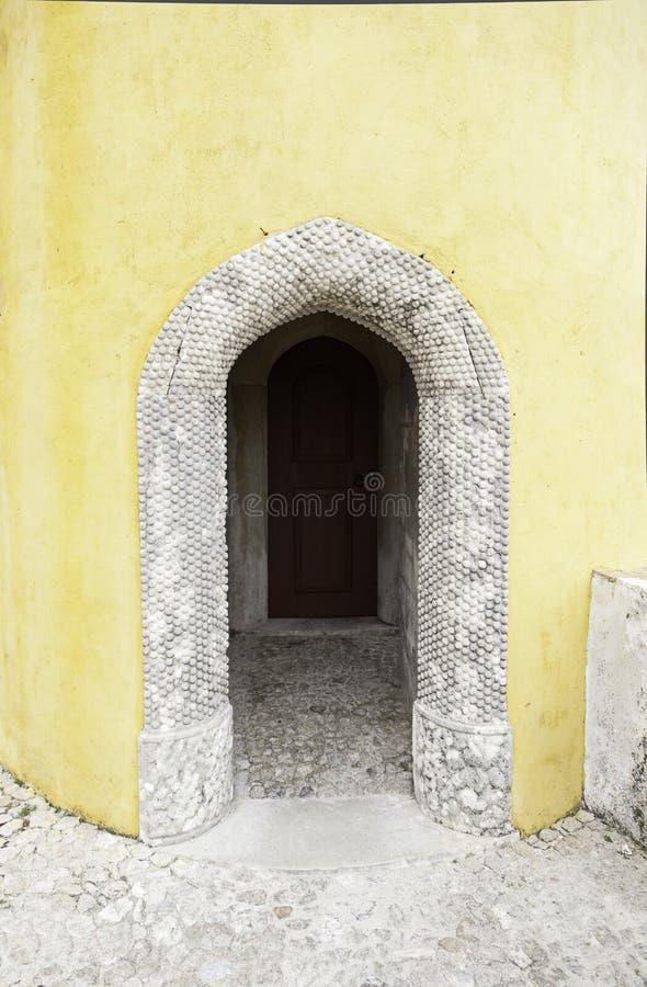 Puerta de madera vieja en Sintra foto de archivo libre de regalías