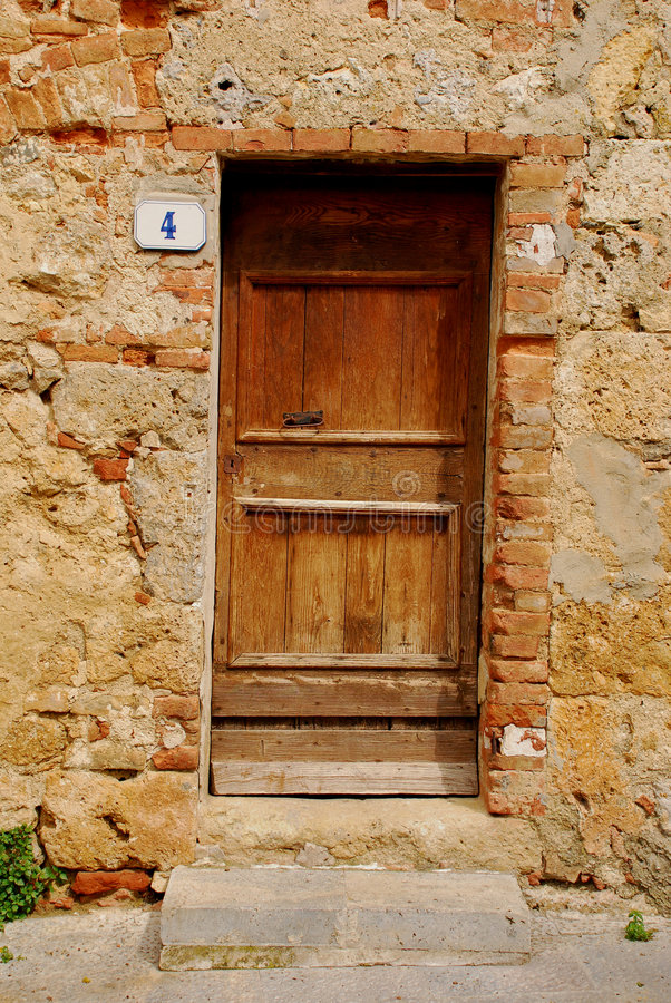 Puerta de madera vieja en Toscana 1 fotografía de archivo libre de regalías