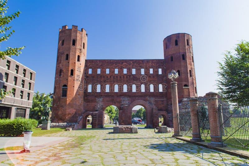 Puerta de Palatine en Turín, Italia imágenes de archivo libres de regalías