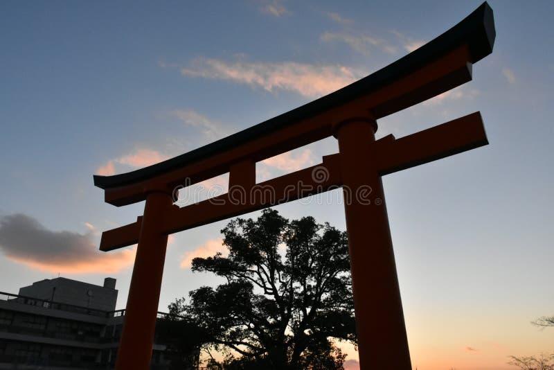 Puerta de Torii después de la puesta del sol en Kyoto, Japón fotos de archivo libres de regalías