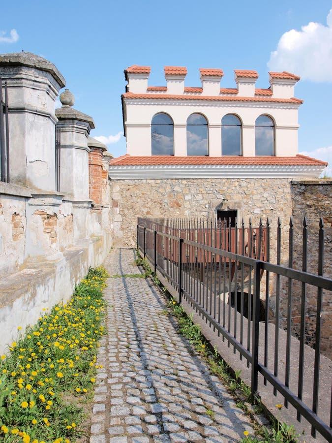 Puerta de Varsovia, Opatow, Polonia foto de archivo