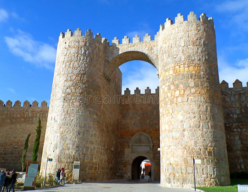Puerta Del Alcazar średniowieczna miasto brama Avila obraz stock